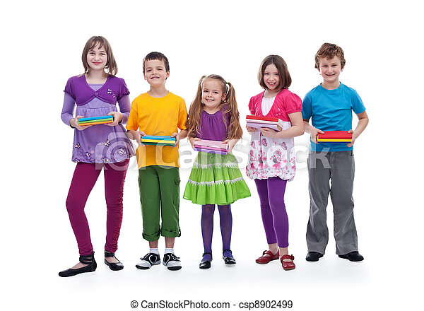 Niños preparándose para la escuela - csp8902499
