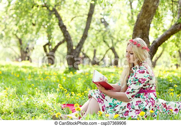 escreve, mulher, diário - csp37369906