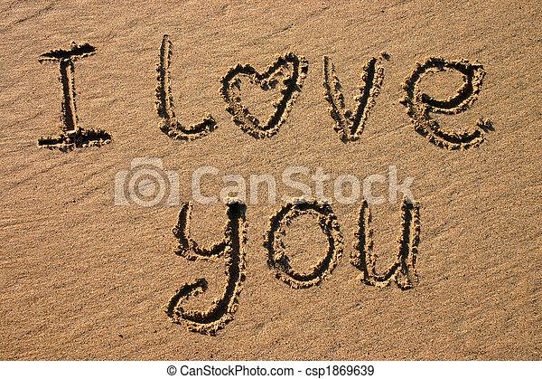 Te quiero, escrito en una playa. - csp1869639