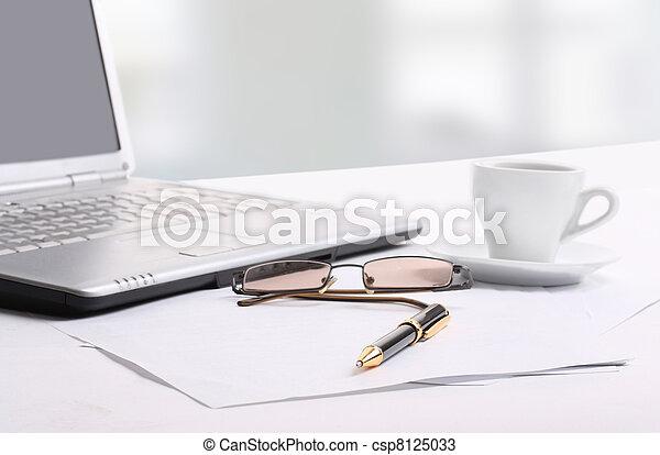 escritorio de oficina - csp8125033