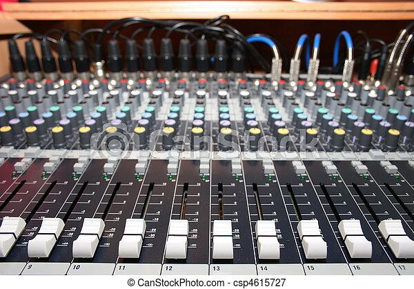 escrivaninha misturando - csp4615727