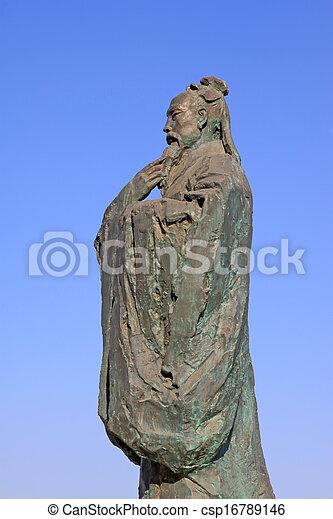 Escultura maestra del confucianismo chino antiguo - csp16789146
