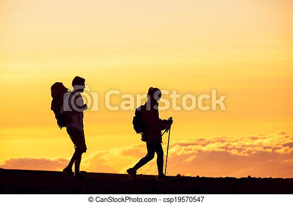 escursionisti, tramonto - csp19570547