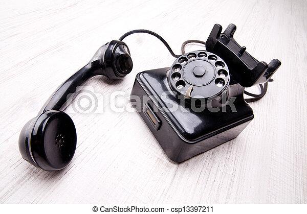 El viejo teléfono giratorio - csp13397211