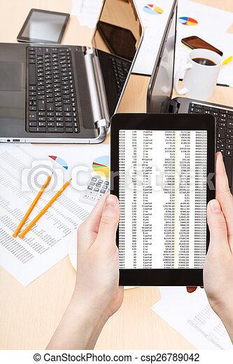 Espiar datos de marketing - csp26789042