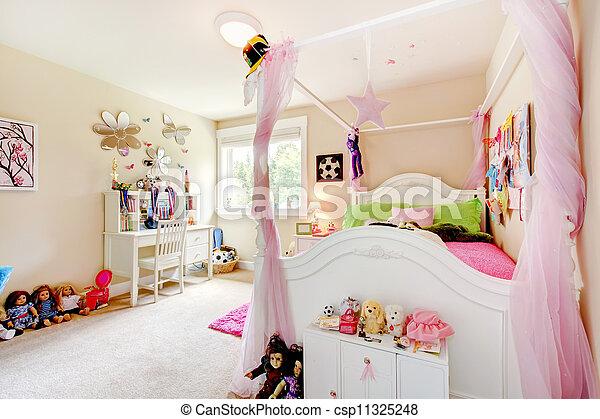 Espacio rosa, cama, bebé, interior, niña, curtains., blanco. Espacio ...