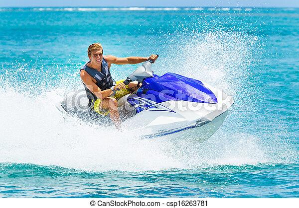 Un joven en jet ski - csp16263781