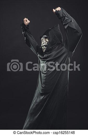 Esqueleto vestido de negro con gafas bailando - csp16255148