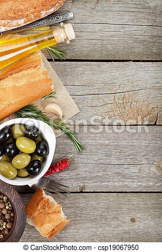 essig, oel, bread, oliven, lebensmittel, balsamic, vorspeise, hölzern, hintergrund, olive, tisch, italienesche - csp19067950