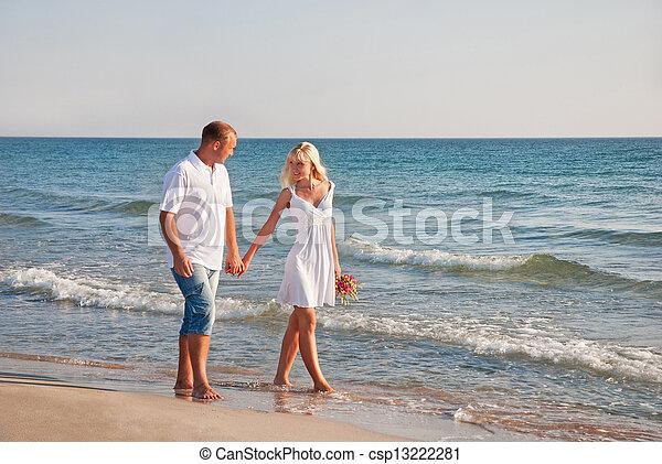 estate, camminare, coppia, bouque, mare, spiaggia, amare - csp13222281