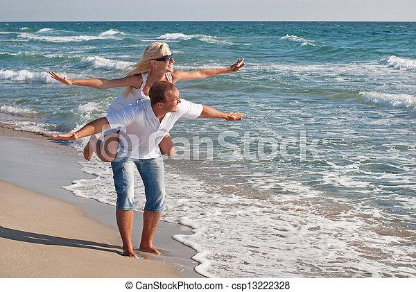 estate, camminare, coppia, mare, spiaggia, amare - csp13222328