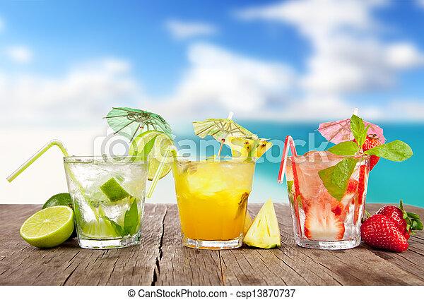 estate, legno, spiaggia, pezzi, cocktail, frutta, fondo, offuscamento, tavola. - csp13870737