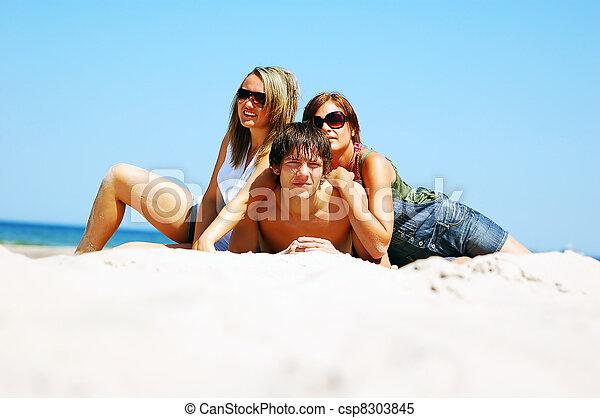 estate, spiaggia, amici, giovane - csp8303845