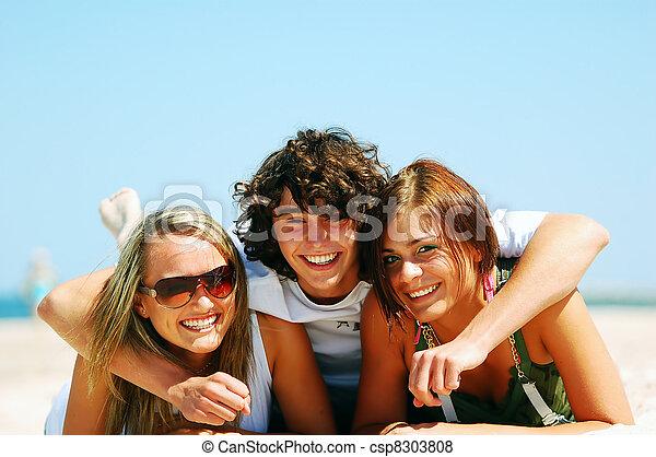 estate, spiaggia, amici, giovane - csp8303808