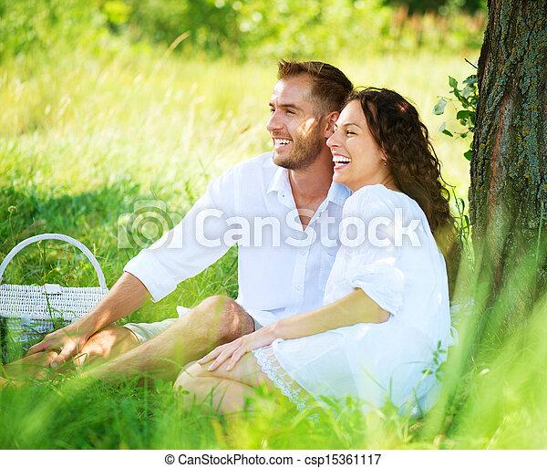 esterno, picnic, famiglia, coppia, giovane, park., detenere, felice - csp15361117