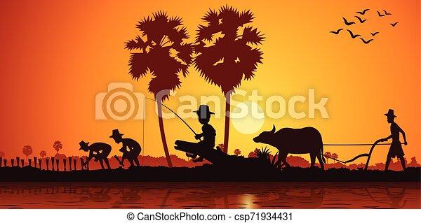 Vida campestre de Asia chico pescando mientras agricultor planta arroz y otro campo de arado por búfalo en la hora del amanecer, estilo silueta - csp71934431