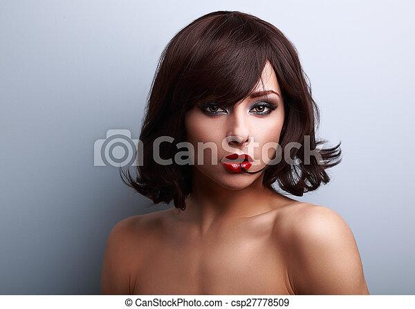 estilo, mulher, batom, maquilagem, cabelo, shortinho, pretas, excitado, vermelho - csp27778509