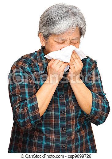 Mujer estornudadora - csp9099726