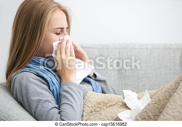 Mujer estornudo - csp15616982