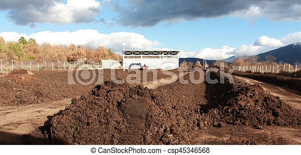 estrume, cidade, planta, março, 2017:, solo, -, 6, produzir, macedonia, alto, composto, resen, misturando, desperdício, qualidade, trator - csp45346568
