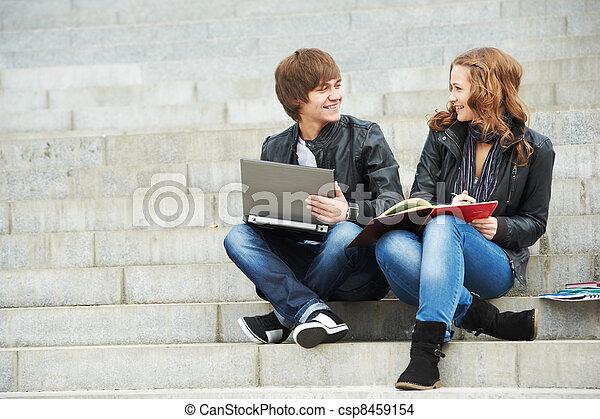 estudantes, sorrindo, dois, jovem, ao ar livre - csp8459154