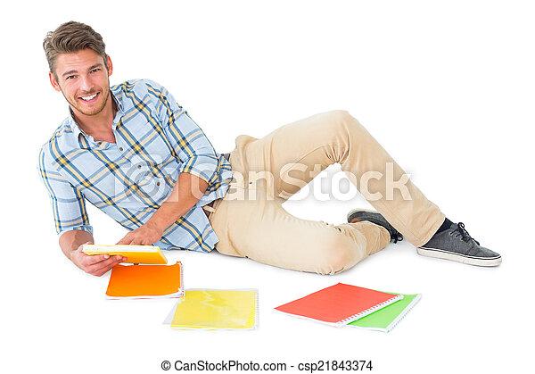 estudar, homem, jovem, mentindo, bonito - csp21843374