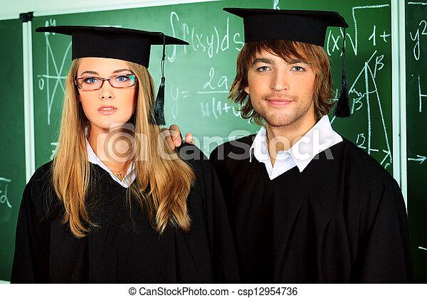 Estudiantes con vestidos - csp12954736