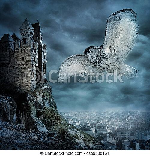 Fliegender Eulenvogel - csp9508161