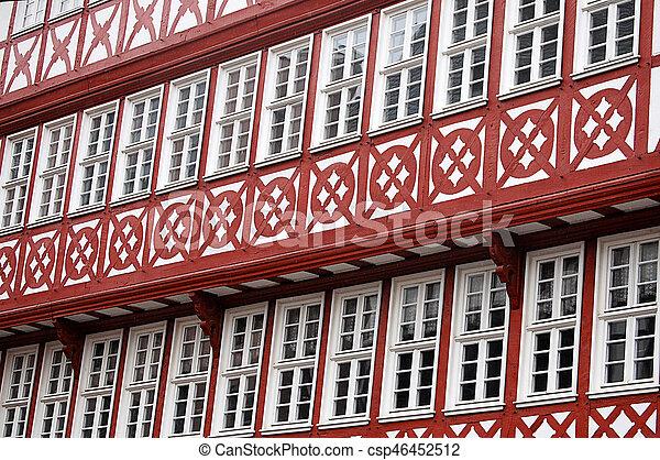 Las fachadas de edificios antiguos en Europa - csp46452512