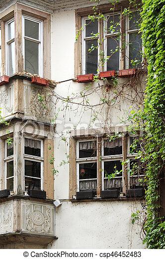 Las fachadas de edificios antiguos en Europa - csp46452483