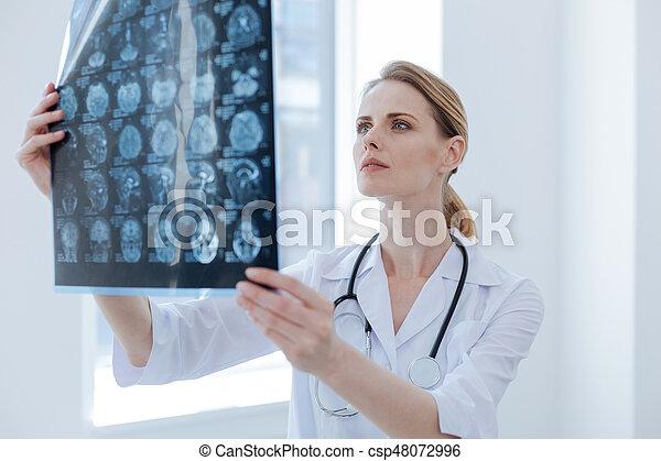 Examinar, radiólogo, clínica, x, atento, rayo. Diagnosticar ...