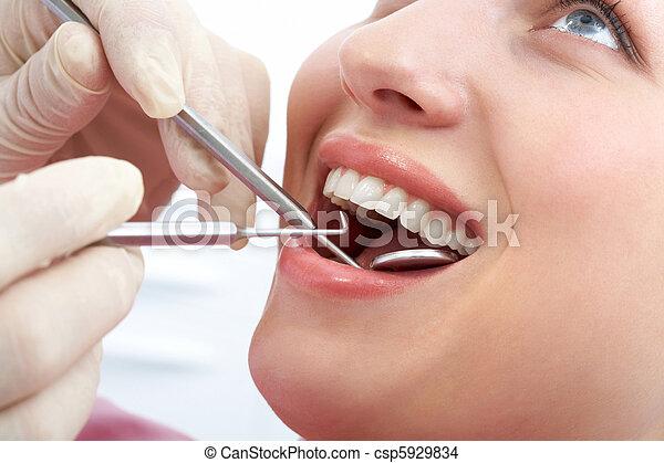 Examining mouth - csp5929834