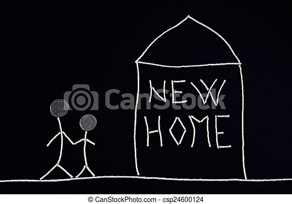Familia disfrutando de nuevo hogar, concepto inusual - csp24600124