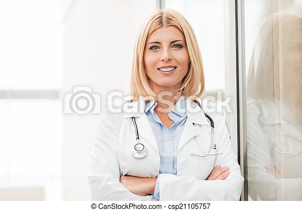 Experienced female doctor - csp21105757