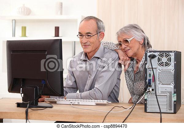 expertis, par, dator, äldre, inlärning - csp8894470