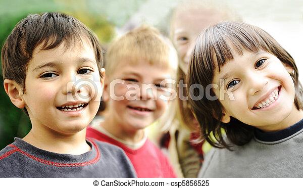 extérieur, ensemble, sans, négligent, limite, sourire fait face, enfants, bonheur, heureux - csp5856525