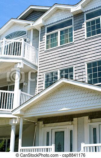 Los exteriores de los condominios - csp8841176