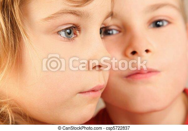 eye., mädchens, fokus, wenig, zwei, fokus., jungen, gesichter, children., gesicht, heraus - csp5722837