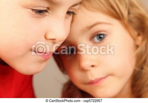 eye., mädchens, fokus, wenig, zwei, fokus., jungen, gesichter, children., gesicht, heraus - csp5722957