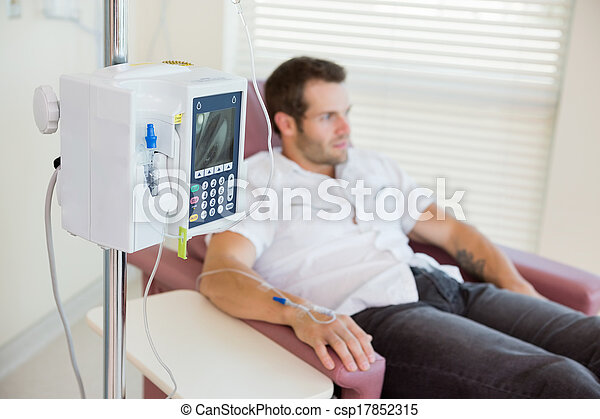 fäst, droppa, hand, patient's, under, chemotherapy, iv - csp17852315
