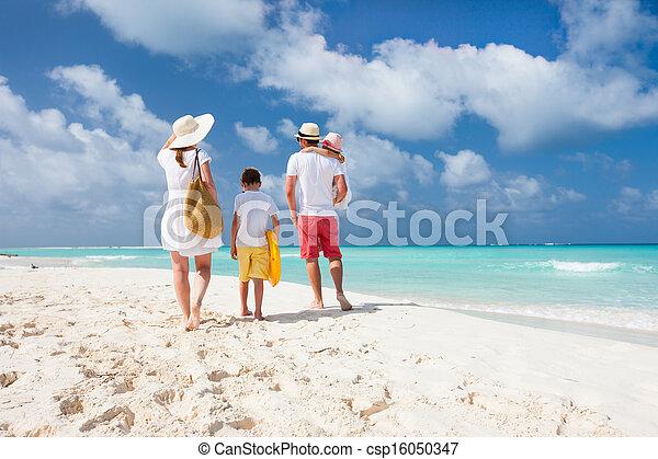 férias praia, família - csp16050347