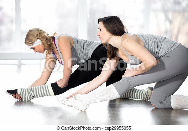 fêmeas, sporty, esticar, jovem, aeróbica, exercícios - csp29955055