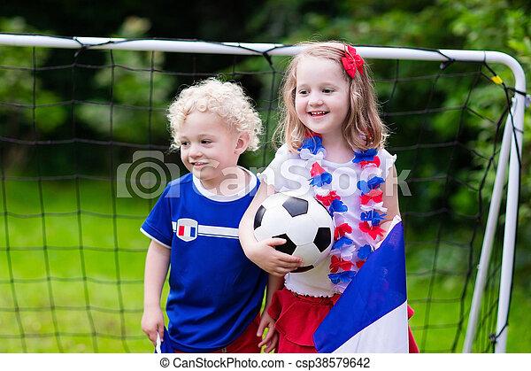 Niños felices, partidarios de fútbol franceses - csp38579642