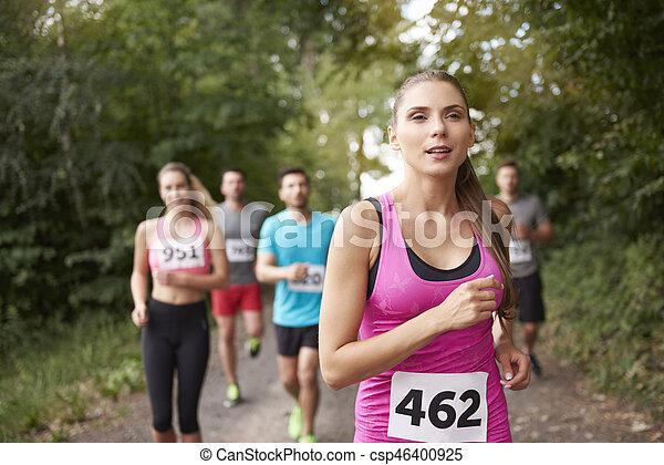 führen, rennender , frau, marathon - csp46400925