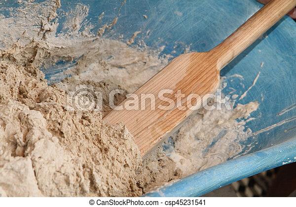 Haciendo pastel de pan casero - csp45231541