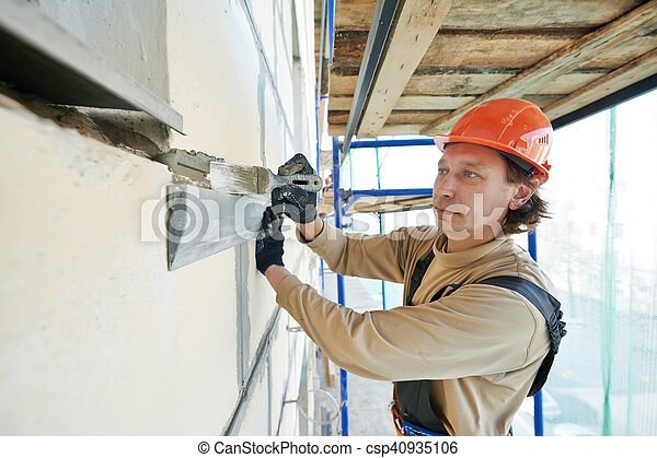 Un yesero de fachada en el trabajo - csp40935106