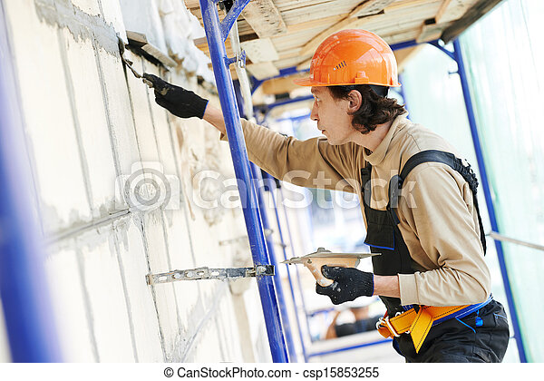 Un yesero de fachada en el trabajo - csp15853255