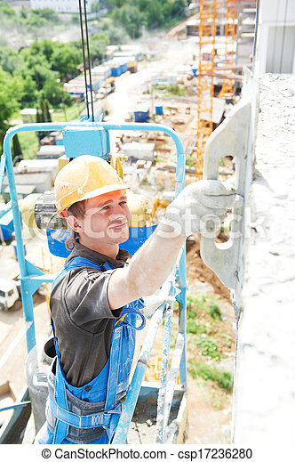 Un yesero de fachada en el trabajo - csp17236280