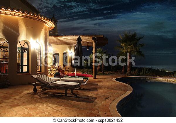 fachada, luces, piscina - csp10821432