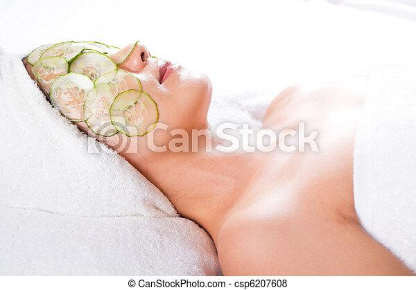 facial mask and cucumber - csp6207608